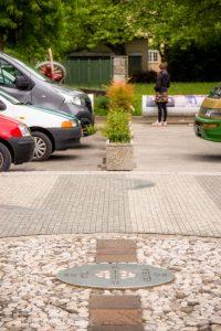 Autos am Bahnhofsvorplatz