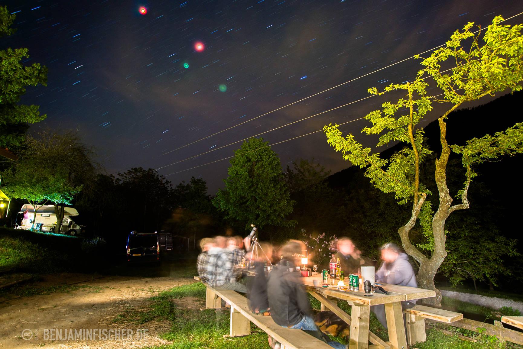 Abendliches Zusammensitzen unterm Sternenhimmel.
