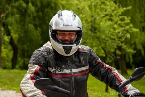 Heiner freut sich auf die kurz bevorstehende Motorradtour.