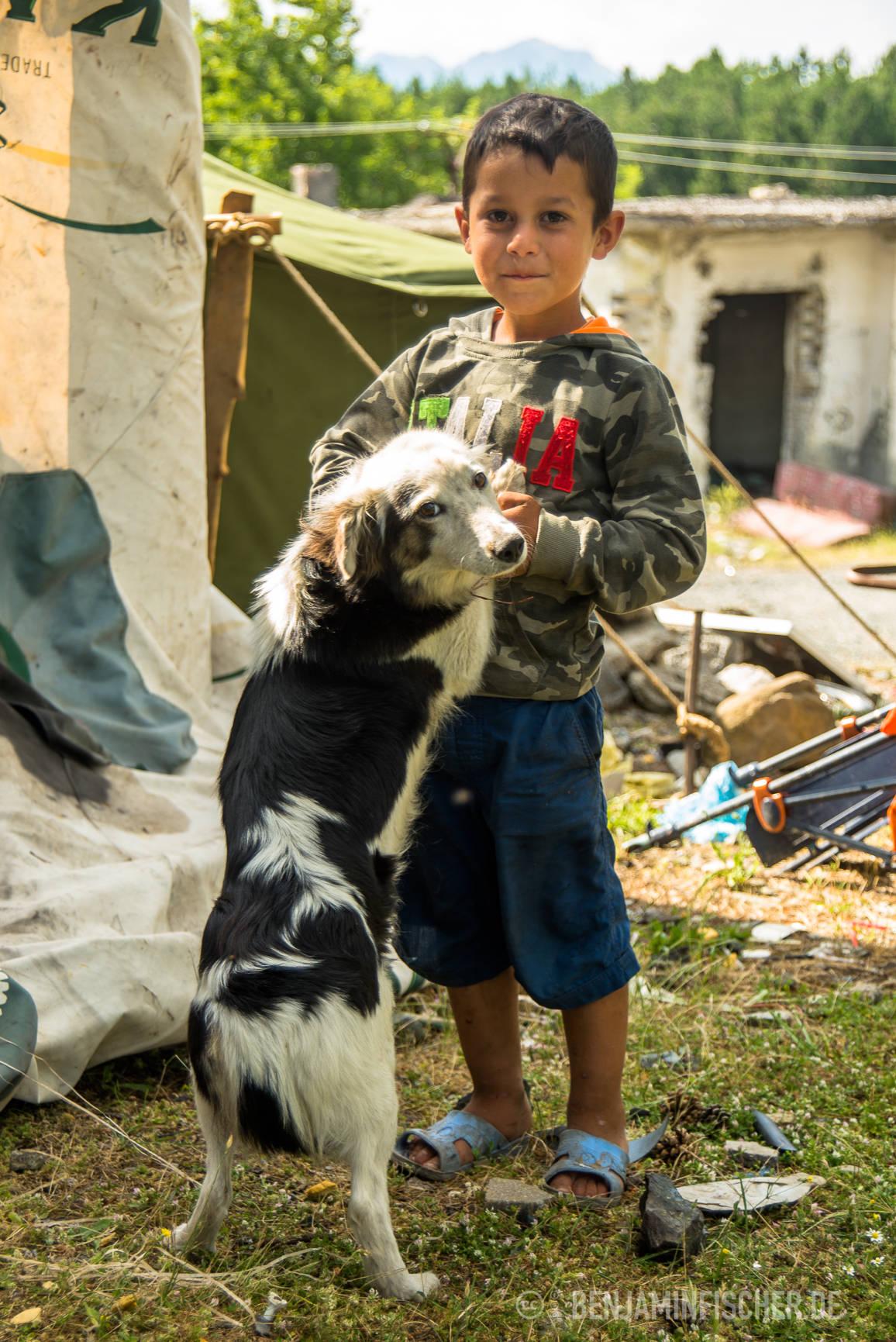 Blero (7) ist das drittälteste Kind der Muhaxhiris.